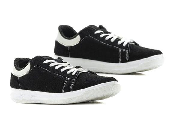 В компании «ШАНЕ» появились кроссовки из натурального велюра